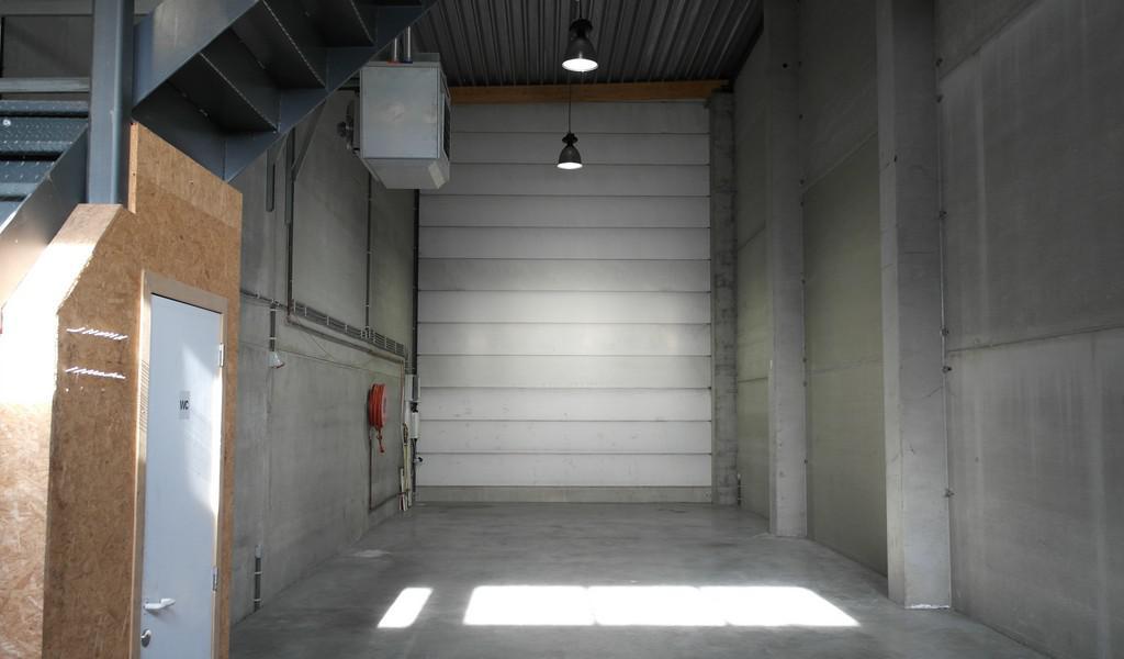 Magazijn met kantoor te huur Doornzeelsestraat te Evergem